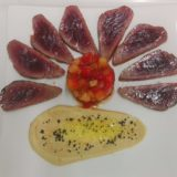 Tagliata di tonno, hummus e tartare cuore di bue